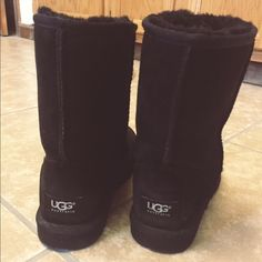 Ugg Black Boots in perfect  condition :) no trades!! Make an offer :) UGG Shoes