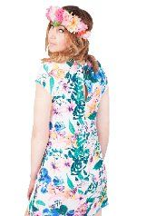 MINDY FLORAL SHIFT DRESS  The Mindy floral shift dress features a gorgeous bright and summery floral print. Perfect for festivals thrown on with a denim jacket and floral headband! #floral #shift #dress