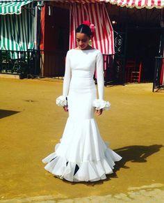 Traje de flamenca blanco @twinsinfashion_marta @aymaricruz_com