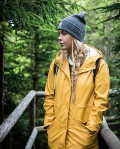 Lightweight Rain Jackets: Keep Dry And Look Stylish Haircut Style peaky blinders haircut style name Cute Rain Jacket, Yellow Rain Jacket, Rain Jacket Women, Yellow Raincoat, Trekking Outfit, Lightweight Rain Jacket, Military Style Jackets, Outfits Damen, Jackets For Women
