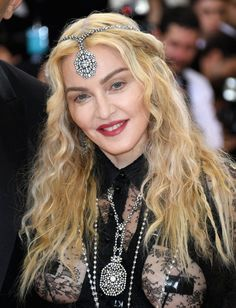 Pin for Later: Zoom Sur les Looks Beauté du Met Gala Madonna