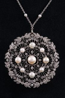 A Belle Epoque platinum, diamond and pearl pendant/brooch, circa Royal Jewelry, Heart Jewelry, Jewelry Art, Silver Jewelry, Jewelry Design, Edwardian Jewelry, Antique Jewelry, Vintage Jewelry, Edwardian Era