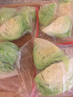 Do you have cabbage in your garden you need to preserve? Instead of trying to cook it all now, learn how to freeze fresh cabbage heads. Produits Congelés Step-by-Step Guide: Freeze Fresh Cabbage Heads Freezing Cabbage, Freezing Fruit, Can You Freeze Cabbage, Freezing Onions, Food To Freeze, Recipes To Freeze, How To Store Cabbage, How To Freeze Celery, Food Storage
