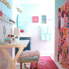 Bedrooms aren't the only rooms that need updating as you child grows. A teen girls bathroom gets transformed from bland to a bright chic bathroom makeover! Girl Bathroom Decor, Boho Bathroom, Bathroom Stand, Master Bathroom, Bathroom Pink, Bathroom Inspo, Bedroom Decor, Teen Bathrooms, Chic Bathrooms