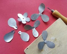 How to make a recycled model. Diy Recycled Metal Flower - Step 4