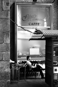 Coffee in Milan, Italy Comer See, Sidewalk Cafe, Le Shop, Café Bar, Voyage Europe, Milan Italy, Black White, Coffee Love, Coffee Coffee