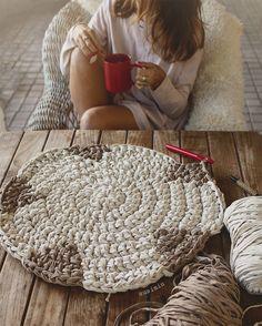 Second Hand Red Carpet Runner Crochet Carpet, Crochet Home, Crochet Rugs, Beige Carpet, Diy Carpet, Plastic Carpet Runner, Where To Buy Carpet, Cotton Cord, Painting Carpet