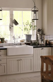 Love this.. especially the apron sink!  I need the Property Brothers!