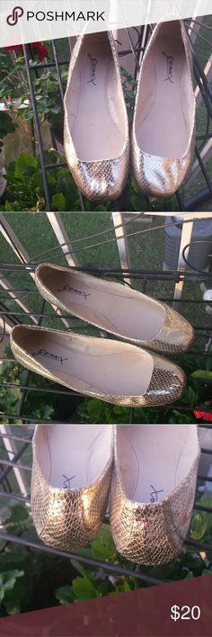 GOMAX GOLD FLATS GOMAX GOLD FLATS... size 6. Soft gold snakes skin material. This elegant shoe can be worn with all colors because of the beautiful hue of gold. Pairs well with casual and dress out fits. Gomax Shoes Flats & Loafers