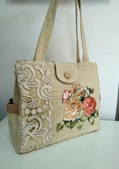 Handbags and Purses Make or Break an Outfit Fabric Tote Bags, Denim Tote Bags, Fabric Handbags, Crochet Handbags, Crochet Bags, Diy Bags Purses, Purses And Handbags, Lace Bag, Embroidery Bags