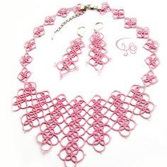 Фриволите колье розовое