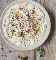 Yoghurt with walnuts and mint