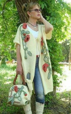 Trending Crochet Women Sweater from 57 of the Affordable Crochet Women Sweater collection is the mos Crochet Coat, Knitted Coat, Crochet Cardigan, Crochet Clothes, Crochet Motifs, Crochet Fashion, Pulls, Mantel, Knitwear