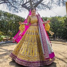 50 Twirling brides in colourful lehenga exuding happiness out loud – WedAbout Indian Bridal Lehenga, Indian Bridal Outfits, Fat Bride, Indian Bridesmaids, Bridesmaid Hair, Orange Lehenga, Wedding Lehenga Designs, Bollywood Lehenga, Bridal Lehenga Collection