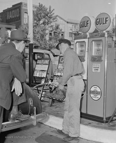 History - Images of vintage gas stations ~ pre 65 Kern County California, American Gas, American Country, Gas Station Attendant, Old Gas Pumps, Gas Service, Old Gas Stations, Filling Station, The Good Old Days