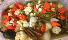 El escabeche de coliflor es el original que se utiliza para acompañar diversas comidas Salvadoreñas tales como los ricos Panes con Pavo entre otros. Que lo disfruten!