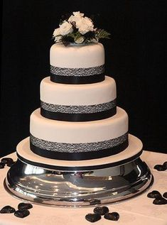 58 Ideas wedding cakes simple 3 tier black white wedding cakes cakes elegant cakes rustic cakes simple cakes unique cakes with flowers Black And White Wedding Cake, Black Wedding Cakes, Floral Wedding Cakes, Elegant Wedding Cakes, Wedding Cake Designs, Black White, Wedding Ideas, Fall Wedding, Rustic Wedding