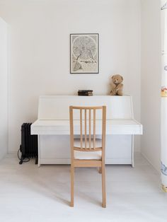 Скандинавская сталинка наРуставели: мебель из IKEA, цветные стены и открытый балкон для летних завтраков