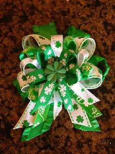 St Patrick's Day Bow by madleybent on Etsy
