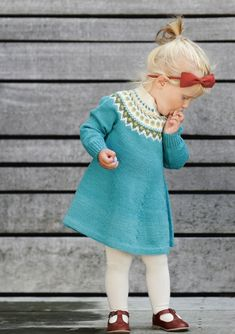 33 ideas crochet baby girl layette inspiration for 2019 Knitting For Kids, Baby Knitting Patterns, Kids Dress Patterns, Knit Baby Dress, Crochet Baby, Knit Crochet, Baby Sweaters, Knitting Sweaters, Kind Mode