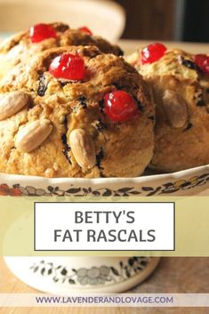 Baking Recipes, Cookie Recipes, Baking Ideas, Almond Recipes, Bread Recipes, Toasted Teacakes, Yorkshire Recipes, Bun Recipe, Biscuit Cookies