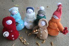 Oude goedkope wanten over? Maak er deze schattige sneeuwmannetjes van! Heel simpel en zonder naaien... (Handleiding) - Zelfmaak ideetjes