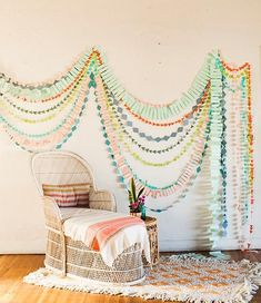 DIY geometric garland, cute party or room decor Diy Paper, Paper Crafts, Diy Crafts, Recycled Crafts, Photobooth Ideas, Baby Room Diy, Diy Inspiration, Geometric Wall Art, Blog Deco