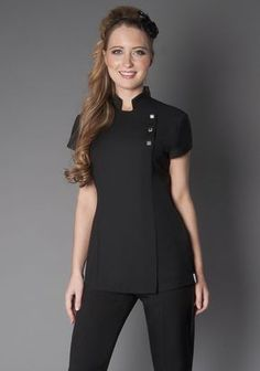 Uniforme lind o Spa Uniform, Hotel Uniform, Beauty Tunics, Salon Wear, Stylish Scrubs, Beauty Uniforms, Scrubs Outfit, Nail Designer, Work Uniforms