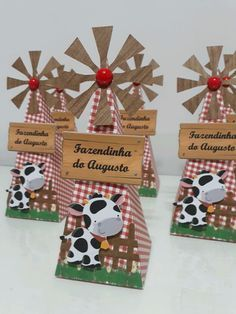 Cone moinho para Festa Fazendinha ou country. Valor da embalagem vazia Farm Animal Party, Farm Animal Birthday, Barnyard Party, Cowboy Birthday, 1st Boy Birthday, Farm Party Invitations, 2nd Birthday Party Themes, Spy Party, Barn Parties