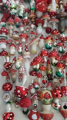 Antique Christmas Ornaments, Noel Christmas, Christmas Tree Ornaments, Christmas Crafts, Christmas Inspiration, Christmas Tree Decorations, Bunt, Advent, Merry
