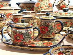 Love this pattern :) Polish pottery Ceramic Pottery, Pottery Art, Earthenware, Stoneware, Tea Pot Set, Tea Sets, Teapots And Cups, Polish Pottery, Plate Design