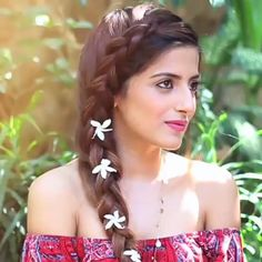 So this one is super summery and boho chic, obviously it's a bit complicated and difficult at first to re create but with practice you'll get it quick! for indian wedding simple ✨Summer Side Dutch Braid✨ Formal Hairstyles For Long Hair, Side Braid Hairstyles, Indian Wedding Hairstyles, Braids For Long Hair, Girl Hairstyles, Quick Hairstyles, Easy Hairstyle Video, Long Hair Video, Front Hair Styles