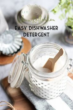 Can't find a dishwasher detergent that works? Hard water deposits and grease are no problem for this easy homemade dishwasher detergent and DIY rinse aid. Green Cleaning, House Cleaning Tips, Cleaning Hacks, Diy Hacks, Cleaning Supplies, Homemade Dishwasher Detergent, Diy Dishwasher Cleaner, Diy Savon, Limpieza Natural