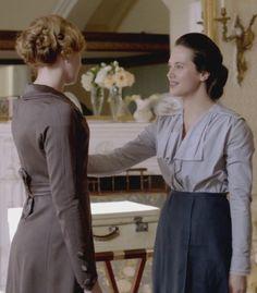 Downton Abbey, Sybil and Edith (season Downton Abbey Season 1, Downton Abbey Cast, Downton Abbey Fashion, Sybil Downton, Edwardian Era, Edwardian Fashion, Vintage Fashion, Downton Abbey Costumes, Lady Sybil