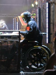 sid Wilson- a real man finishes the entire tour with 2 broken heals.