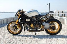 Ducati 1098 cafe fighter karya Nick Anglada Originals Inc. ini sekiranya pantas untuk mendapat apresiasi tertinggi. Paduan gahar antara cafe racer - klasik dengan streetfighter - modern tersaji secara sempurna.