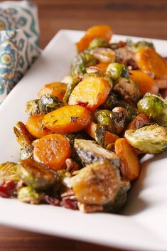 Vegetarian Thanksgiving Recipes To Add To Your Holiday Spread Add these holiday roasted vegetables to your Thanksgiving prep list.Add these holiday roasted vegetables to your Thanksgiving prep list. Best Roasted Vegetables, Roasted Vegetable Medley, Roasted Vegetable Recipes, Veggie Recipes, Vegetarian Recipes, Veggies, Cooking Recipes, Healthy Recipes, Recipes Dinner