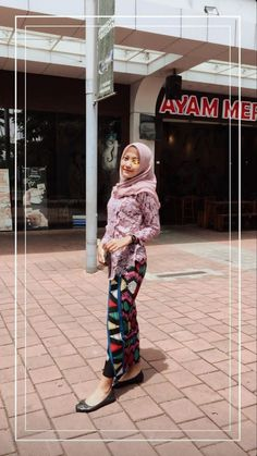 Discover recipes, home ideas, style inspiration and other ideas to try. Model Kebaya Brokat Modern, Modern Kebaya, Casual Hijab Outfit, Hijab Chic, Casual Outfits, Ootd Hijab, Kebaya Hijab, Kebaya Muslim, Hijab Fashion