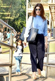 Photos: Akshay Kumar, Twinkle Khanna, Nitara at a film screening in Juhu Bollywood Girls, Bollywood Celebrities, Bollywood Fashion, 90s Fashion, Indian Fashion, Fashion Outfits, Casual Work Outfits, Work Casual, Akshay Kumar And Twinkle