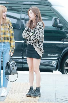 Chic Outfit Ideas From Blackpink Airport Style Celebrity Fashion Outfits, Celebrity Style Casual, Blackpink Fashion, Asian Fashion, Fashion Ideas, Kpop Outfits, Korean Outfits, Mode Outfits, Casual Outfits