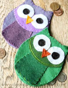 Adorable Felt Owl Coin Purse tutorial!! The cutest little felt purse!! All you need to make this is - felt, clear packing tape, embroidery needle and thread, button, and of course your template!!