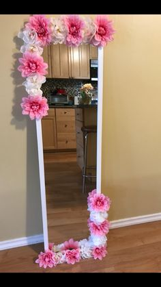 Flower Room Decor, Cute Room Decor, Room Decor Bedroom, Diy Floral Mirror, Flower Mirror, Diy Projects To Decorate Your Room, Diy Crafts For Girls, Home Room Design, My New Room