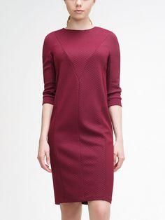 Платье прямого силуэта из фактурного джерси, рукав цельнокроеный, на манжете, длина 3/4,  вырез круглый, на спинке молния.,                                      арт. 1163700qs4611,                                      состав: Основная ткань: полиэстер 86 %, вискоза 14 %;