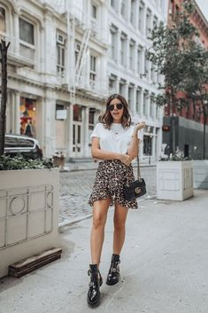 Edgy leopard Leopard Skirt (via Urban Outfitters, similar here. - Edgy leopard Leopard Skirt (via Urban Outfitters, similar here) Nyc Fashion, Grunge Fashion, Look Fashion, Trendy Fashion, Fashion Menswear, Fashion Shoot, Fashion Ideas, Fashion Outfits, Womens Fashion