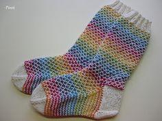 sateenkaari sukat (http://www.ravelry.com/patterns/library/broken-seed-stitch-socks)