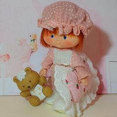 Beautiful edition of Strawberry Shortcake, she is ready to have the sweetest dreams, she wears a vingate outfit, the Berry Sleepy outfit of the Pajama Set, from Kenner's Berry Wear series. Includes Jelly Bear and a pillow from the Berry Snuggly Bedroom set Jelly Bears, Sleepy, Strawberry Shortcake, Sweet Dreams, Pajama Set, Berries, Teddy Bear, Dolls, Pillows