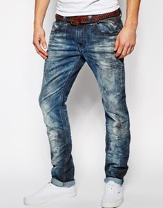 What is Ripped Jeans ?, Ripped Jeans is a trend that has gained popularity from the where it was originally known as distressed jeans. Until now this trend is still developing and quite a lot… Ripped Jeans Men, Nudie Jeans, Trouser Jeans, Diesel Jeans, Outfit Jeans, Tomboy Fashion, Denim Fashion, Jean Outfits, Casual Outfits