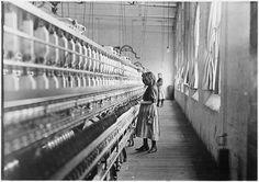 Sadie Pfeifer, fileuse de coton en usine, Lancaster, Caroline du sud (1908) – Lewis Hine