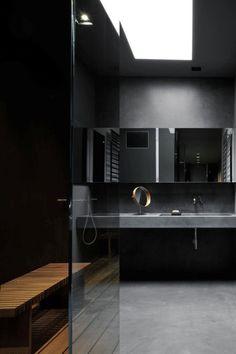 Masculine black bathroom with skylight by Dordoni Architetti Minimal Bathroom, Modern Bathroom, Masculine Bathroom, Bathroom Black, Small Bathroom, Teak Bathroom, Italian Bathroom, Bathroom Taps, Modern Room