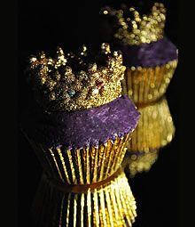 ooooOOOooo!!  Crown Cup Cake purple and gold